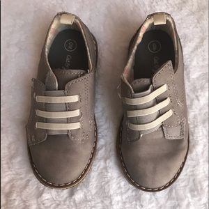 NWOT Cat & Jack Light Grey Suede Dress boys shoe 9